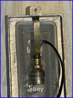 Applique ART DECO verre blanc 1930 Degué numéroté 501, monture métal argenté