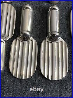 CHRISTOFLE Série de 12 Porte Couteaux modèle STRIÉ. Métal Argenté