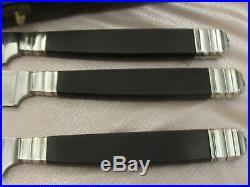 Coffret de 18 couteaux de table manche ébène virole métal argenté