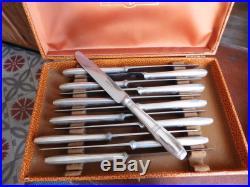 Ercuis 24 couteaux de tables et à déssert métal argenté art déco dans écrins