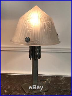 Lampe Art Deco Dôme En Verre Moulé Et Pied En Metal Argenté De 44 CM De Haut