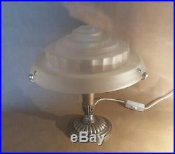 Lampe vintage art déco moderniste skyscraper en bronze argenté et verre pressé