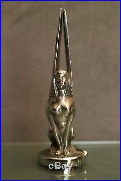 Mascotte automobile Suère bronze argenté Art déco au sphinge signé Ch. R. Peyee