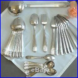 Ménagère en métal argenté Art-déco. Couverts ancien argent plaqué décor fleurs s