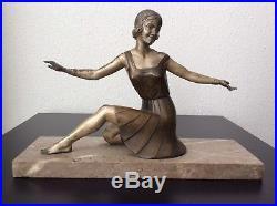 Sculpture statue sujet femme danseuse en régule patiné sur marbre Art Déco
