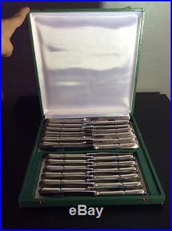 Service de douze couteaux de table et à dessert métal argenté inox début XXème