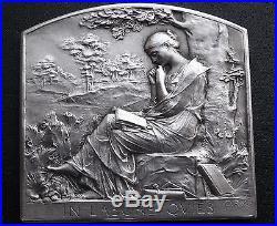 Splendide médaille plaque en argent ART DECO femme à la lecture 1928 signée ROTY
