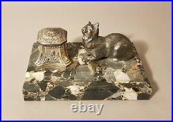 Superbe encrier en métal avec un chat. Base en marbre. 10 x 16 cm. Début XX ème