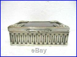 Très jolie boite Art Déco en métal argenté